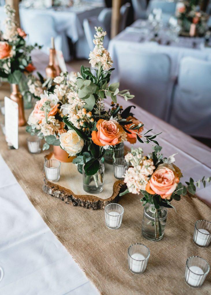 Tischläufer Jute mit Baunscheiben und Blumen
