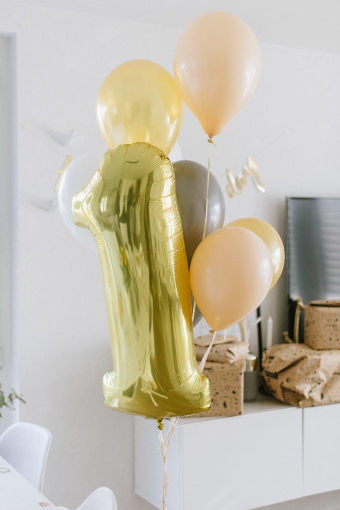 Kindergeburtstag Ballons goldene eins