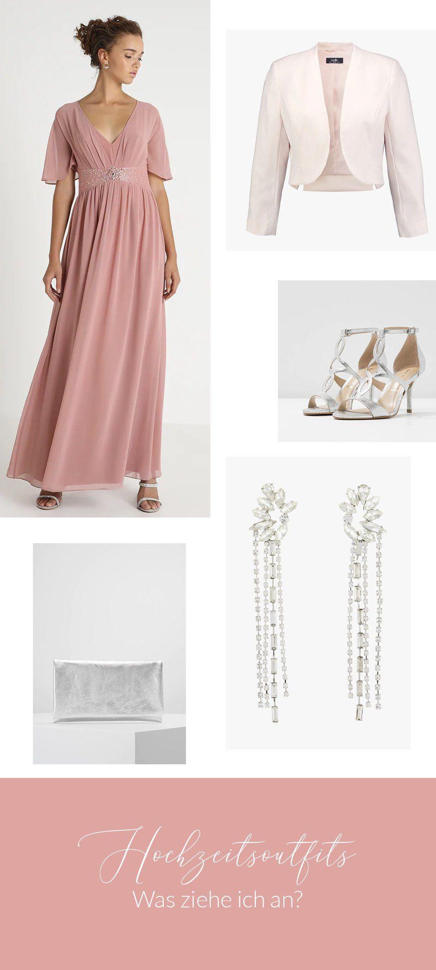 romantisches Hochzeitsoutfit mit lange Kleid und silbernen Accessoires