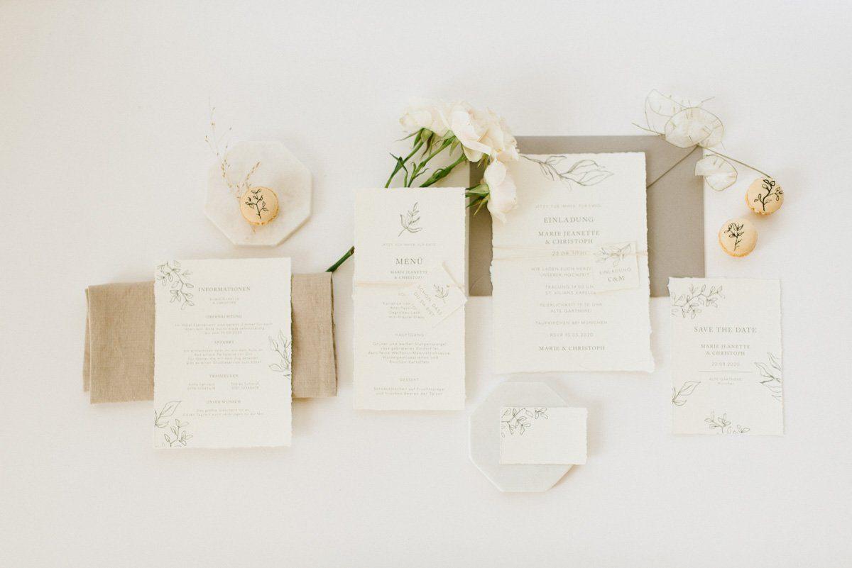 Das weiche Papier mit von handgerissenen Kanten mag man einfach anfassen!