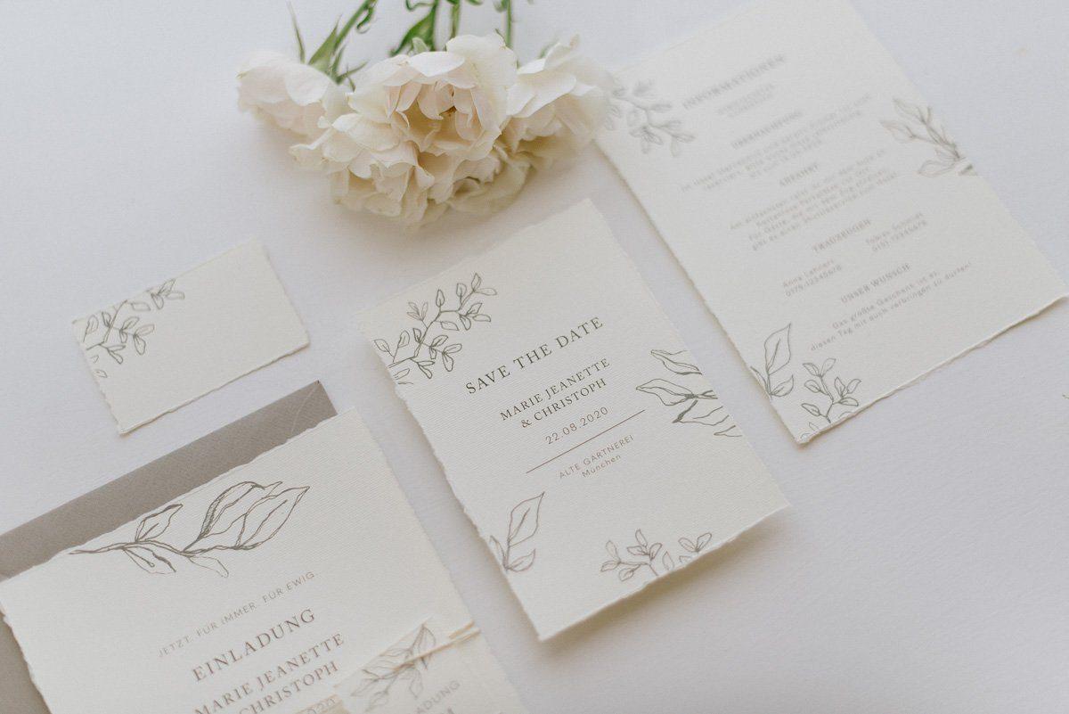 Hochzeitseinladung mit Gräsern und Trockenblumen