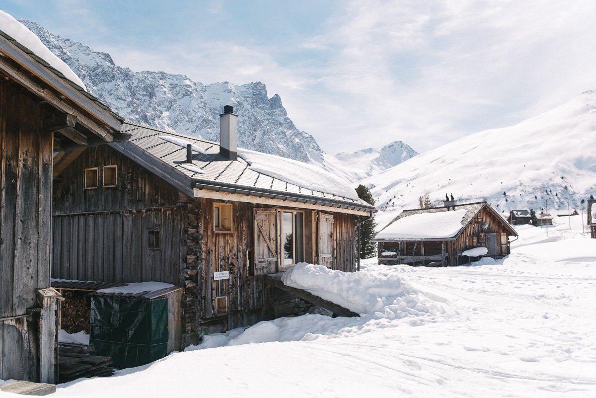 Holzhaus im Schnee