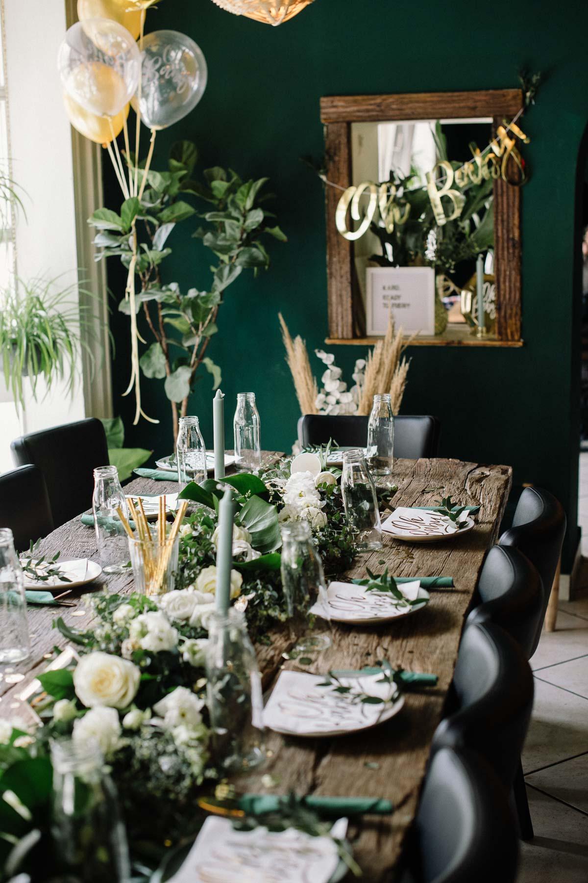 Tischdekoration mit Greenery Girlande