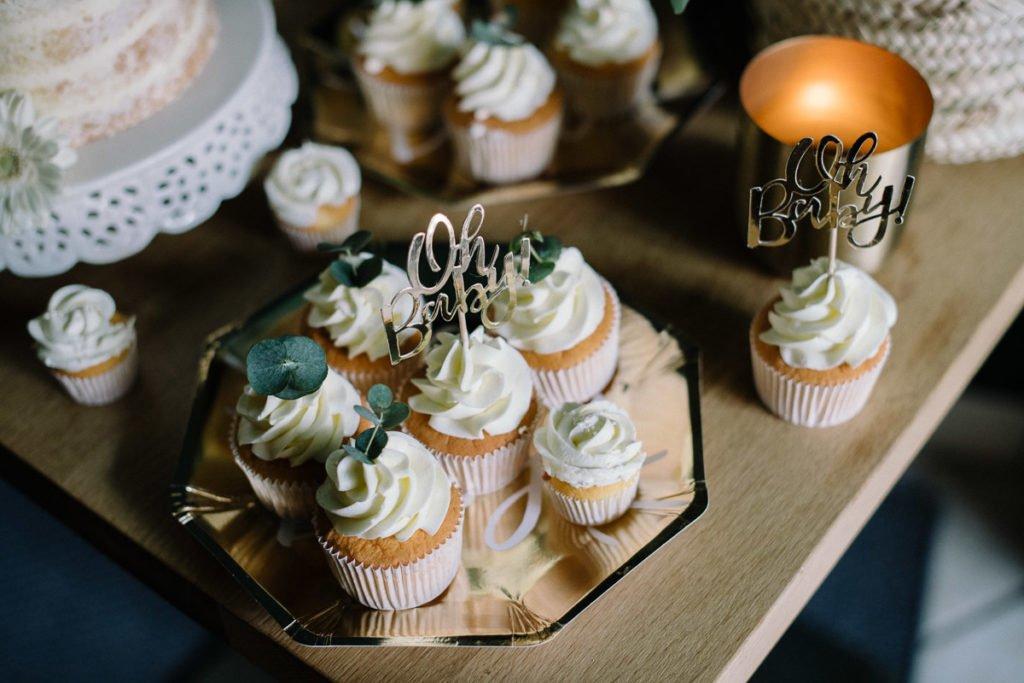 Babyparty Karo Kauer Cup Cakes auf Gold