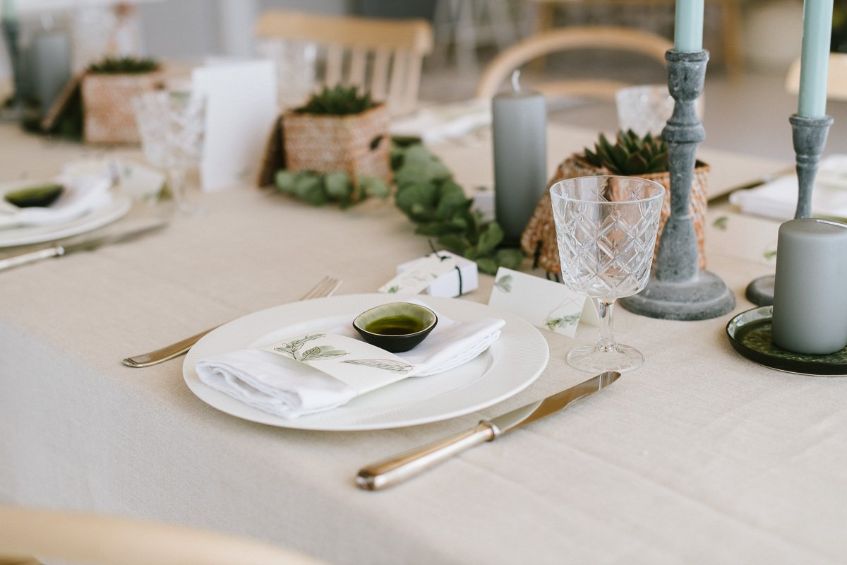 Tischdeko mit Sukkulenten für eine Konfirmation