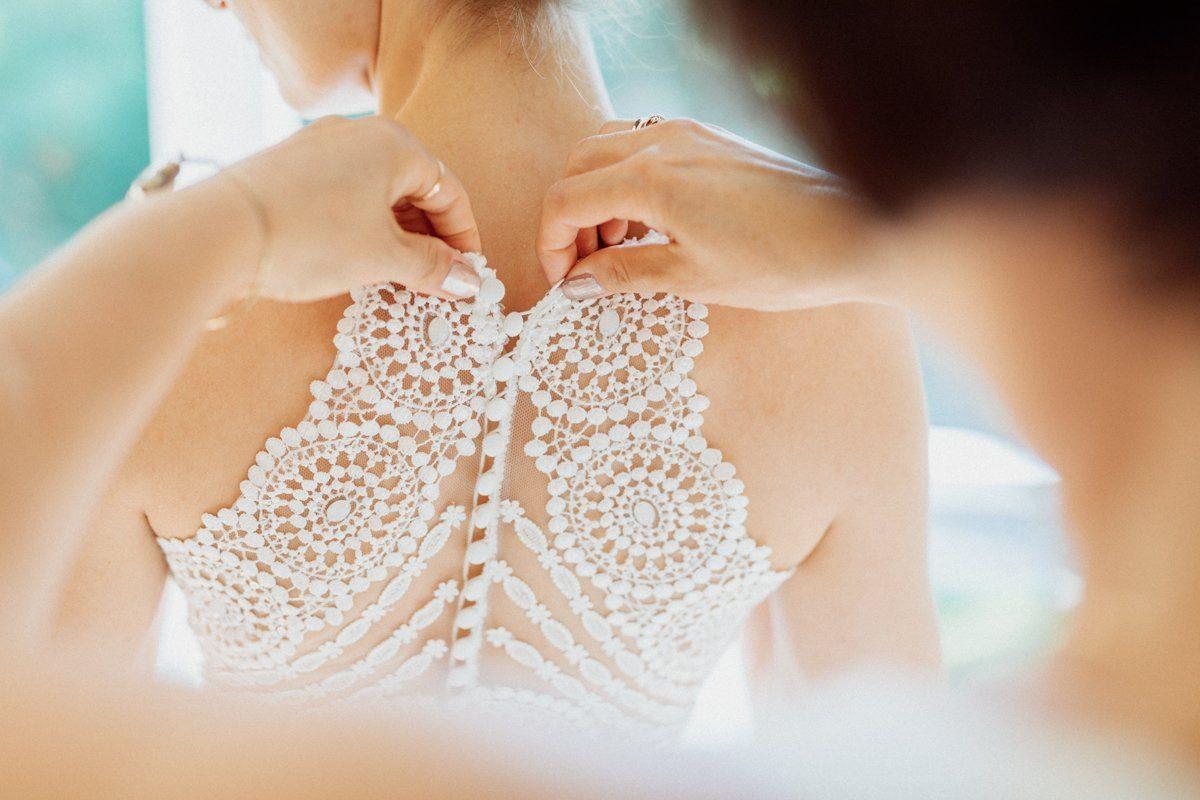 Brautkleid mit Stickerei am Rücken