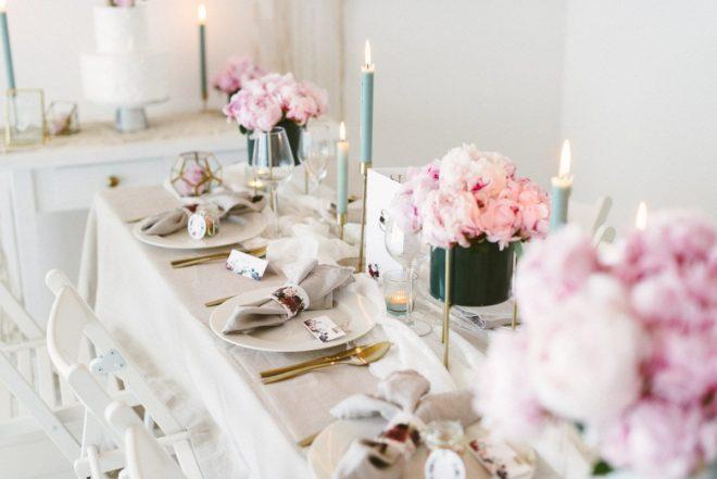 Charmant Hochzeitsdeko Mit Pfingstrosen Im Eleganten Boho Style