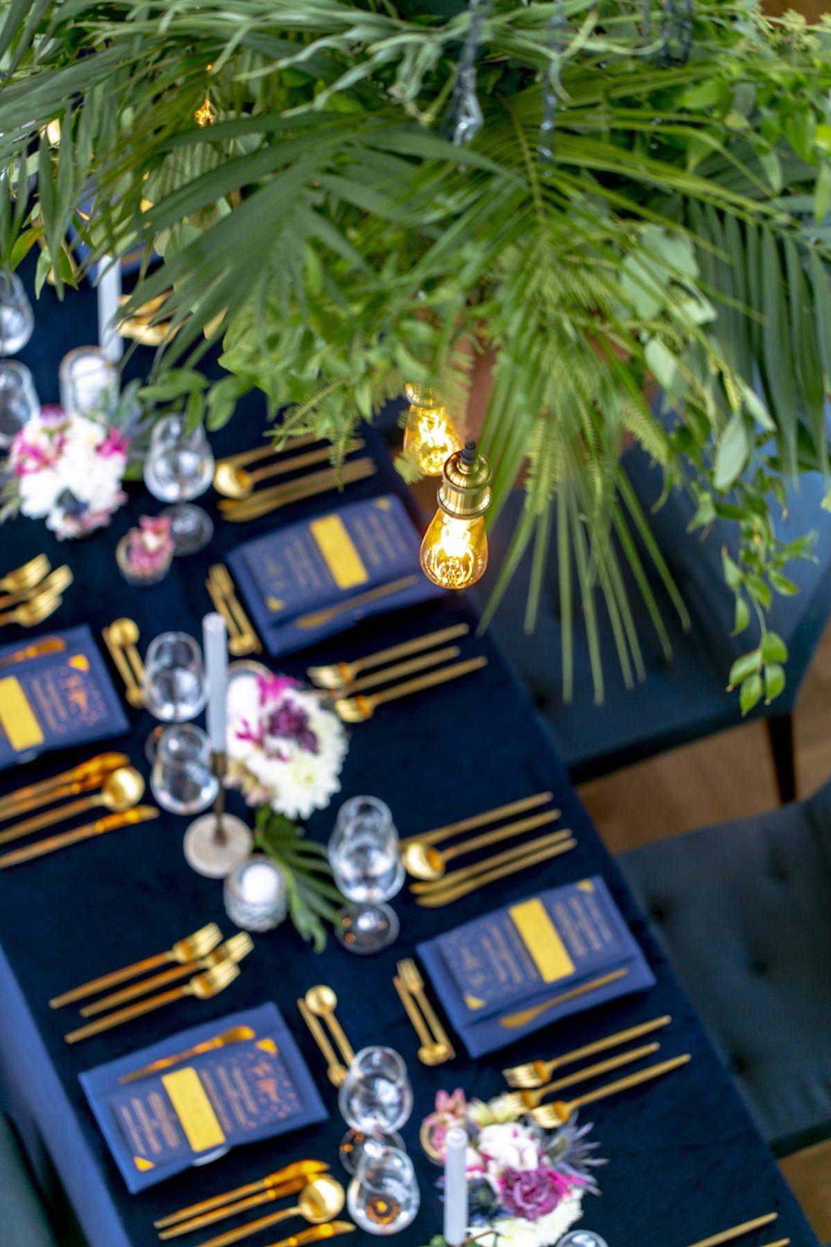 Hochzeit Duesseldorf Loft Dunkelblau Gold Phoenix Restaurant