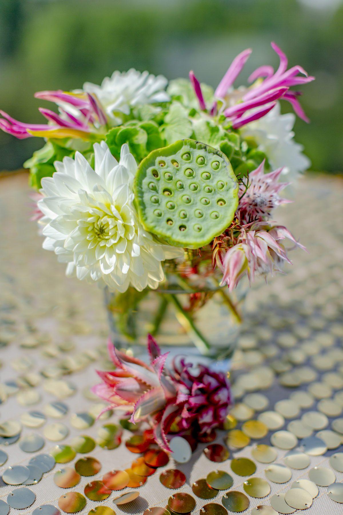 Tropisch und farbenfrohe Blumendeko