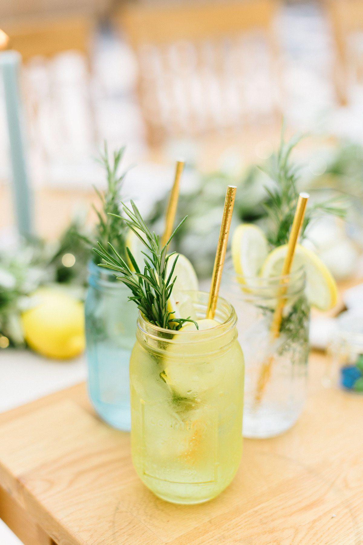 Sommerliche Limonaden als Erfrischung bei der Hochzeit