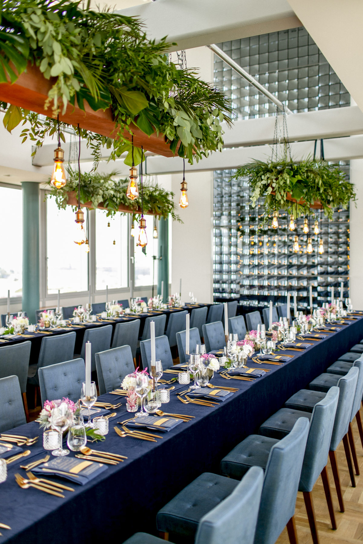 Tischdeko urbane Loft Hochzeit Dunkelblau