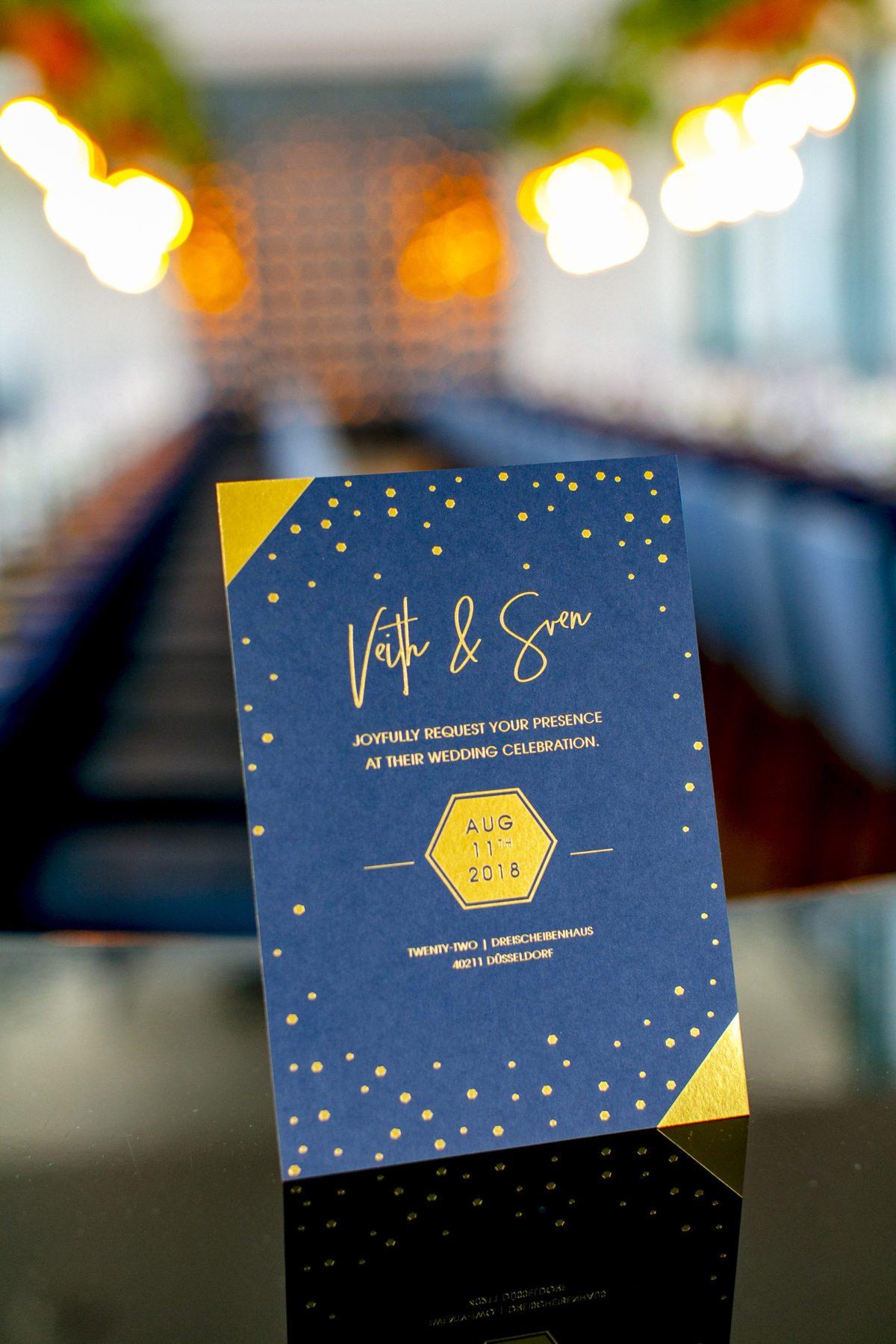 Einladung in Dunkelblau Gold - Lofthochzeit in Düsseldorf