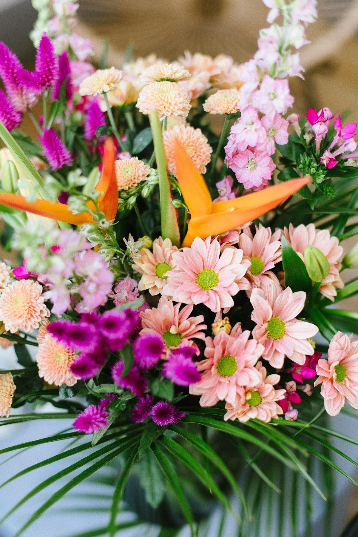 tropischer Blumenstrauß von Blume2000.de