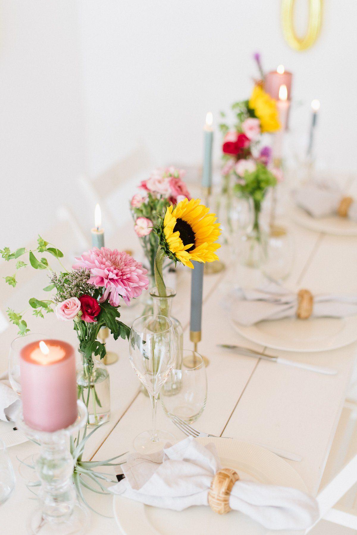 Sonnenblumen in der Tischdeko