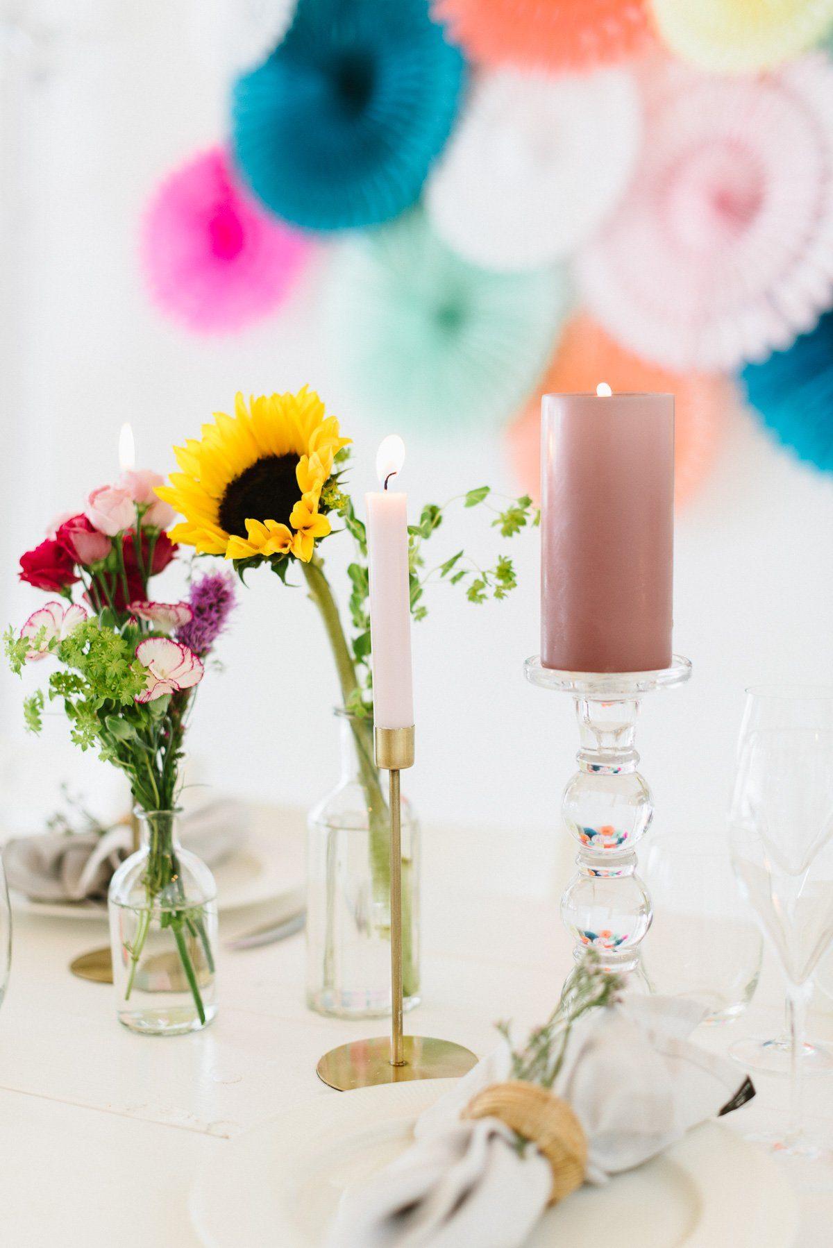 Rosé Stumpenkerze auf Glaskerzenständer