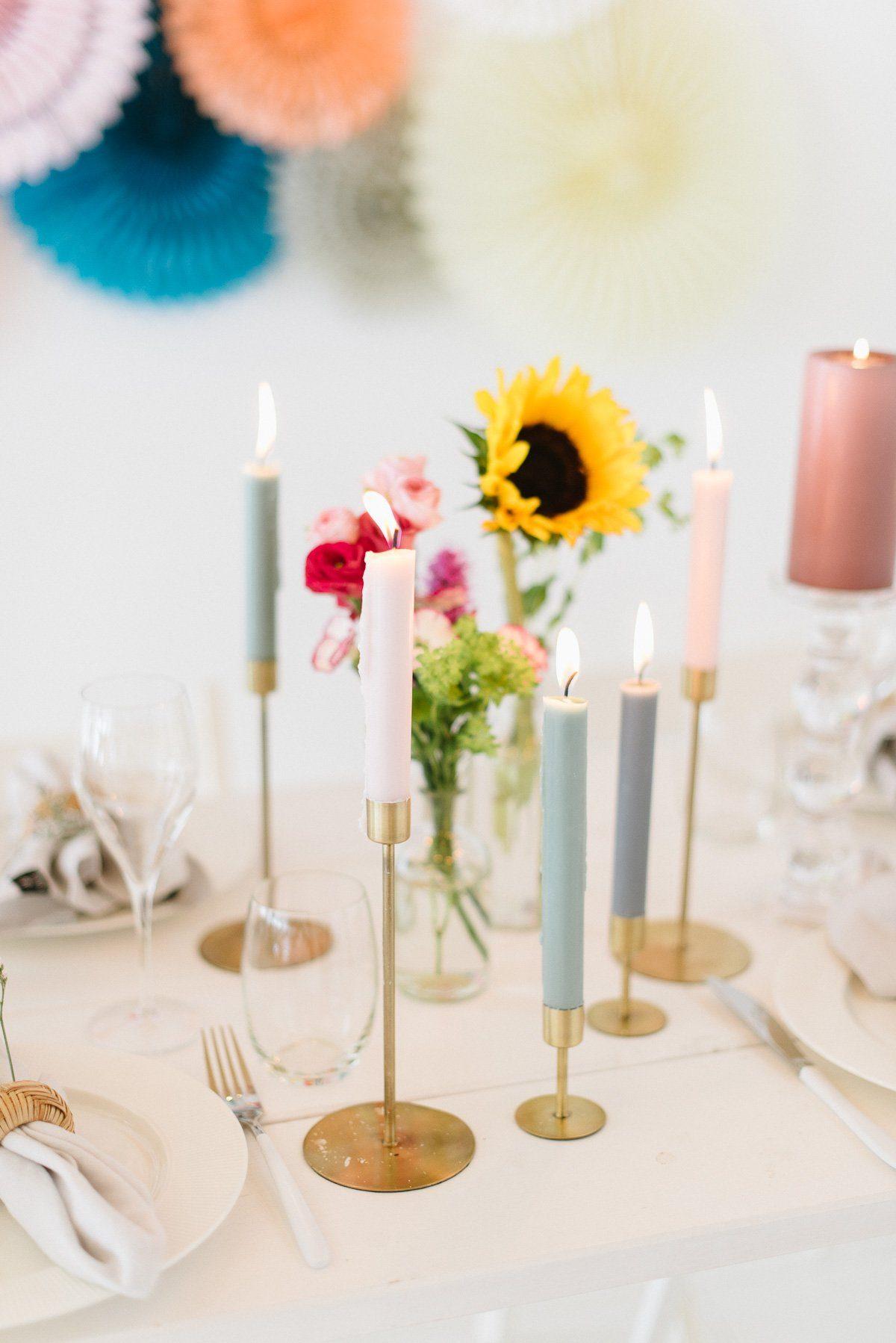 Bunte Kerzen in Pastellfarben