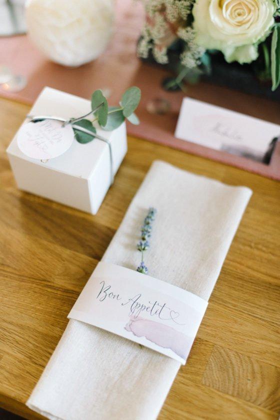 Modern Blush: romantische Hochzeitsdeko mit Lavendel
