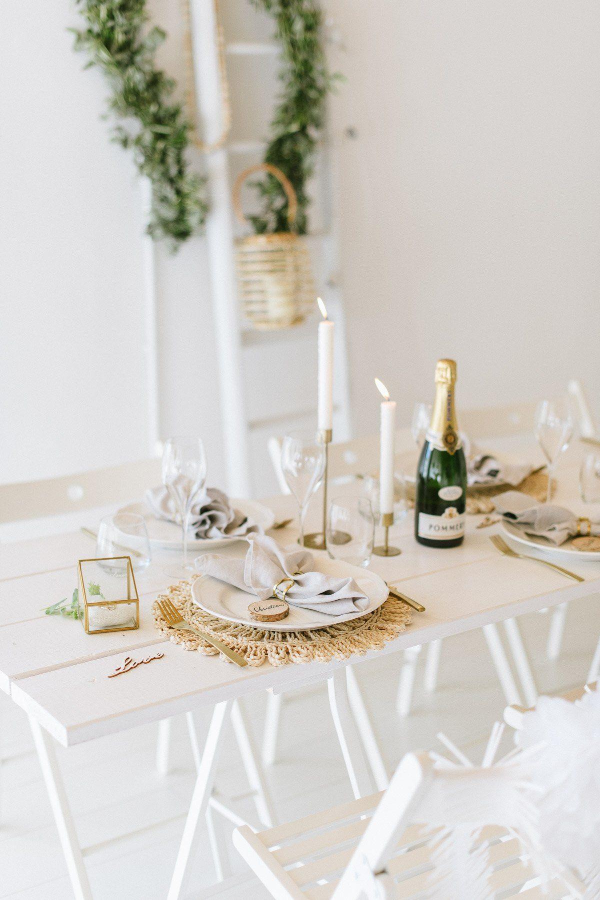 Lässig elegante Tischdeko für die standesamtliche Trauung