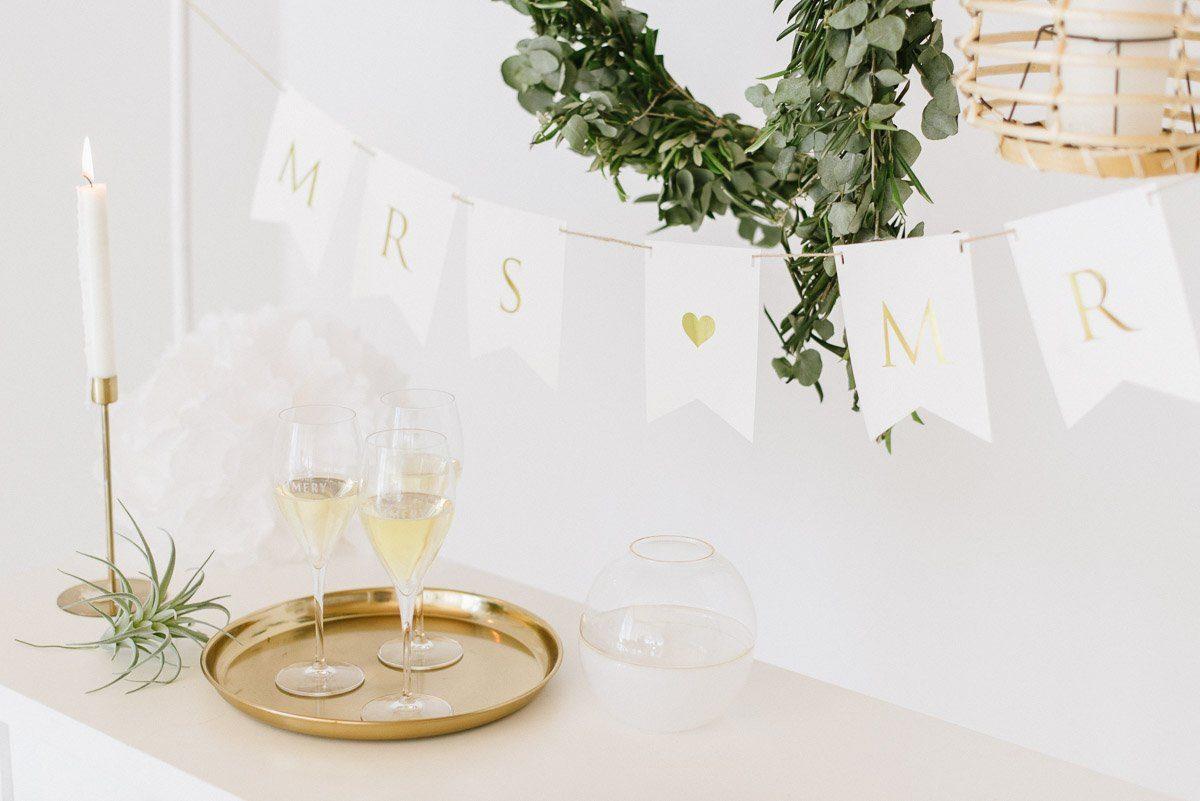 Weiße Mr & Mrs Girlande zur Hochzeitsdeko