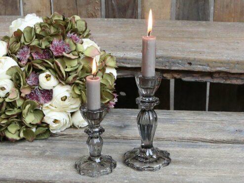 Kerzenständer mit Spitzenkante grau