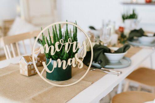 Merry Christmas Schriftzug aus Holz zum Aufhängen