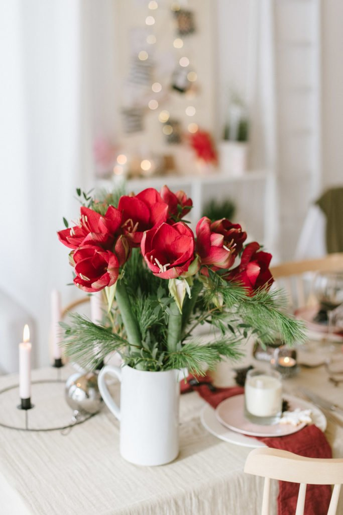 Weihnachten: Fröhlich feiern im roten Skandi-Look