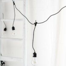 Lichterkette schwarz mit herunterhaengenden LED Leuchten