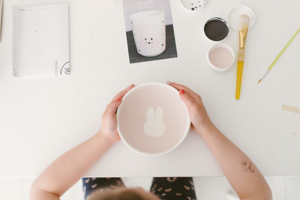 Keramik mit Kindern bemalen