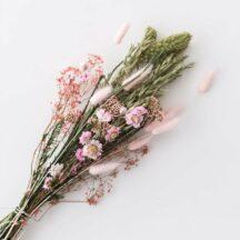 Trockenblumenstrauß rosa gruen