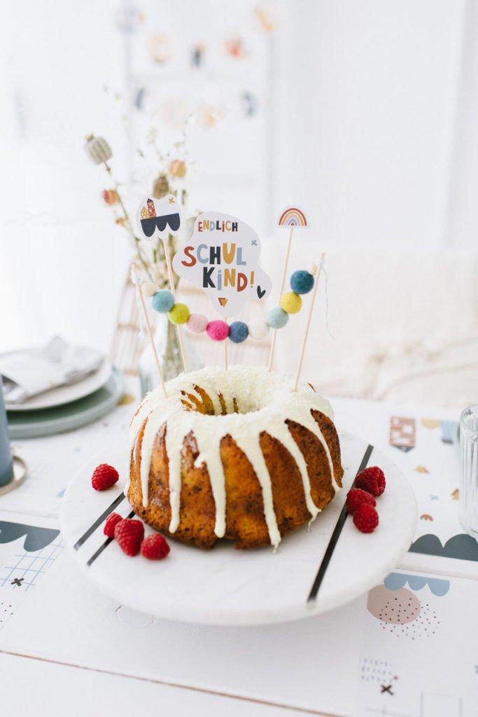 Einschulung dekorieren: Bunte Buchstaben zum Schulanfang - DIY Cake Topper aus Filzperlen