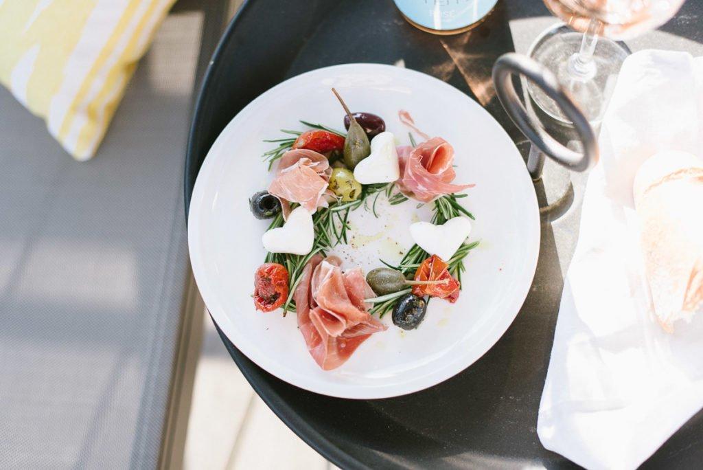 Einfaches Rezept: Mediterraner Vorspeisenteller für Feste, Freunde und lange Sommerabende. Sommerliche Vorspeise die jedem schmeckt - schnell & lecker