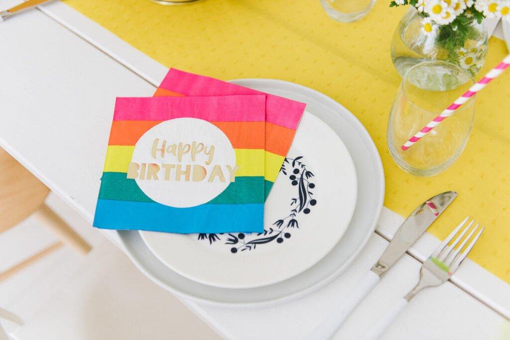 Servietten für die farbenfrohe Deko für den Kindergeburtstag