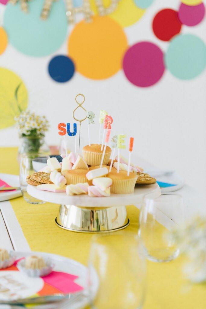 Geburtstagskuchen mit Surprise Kerzen