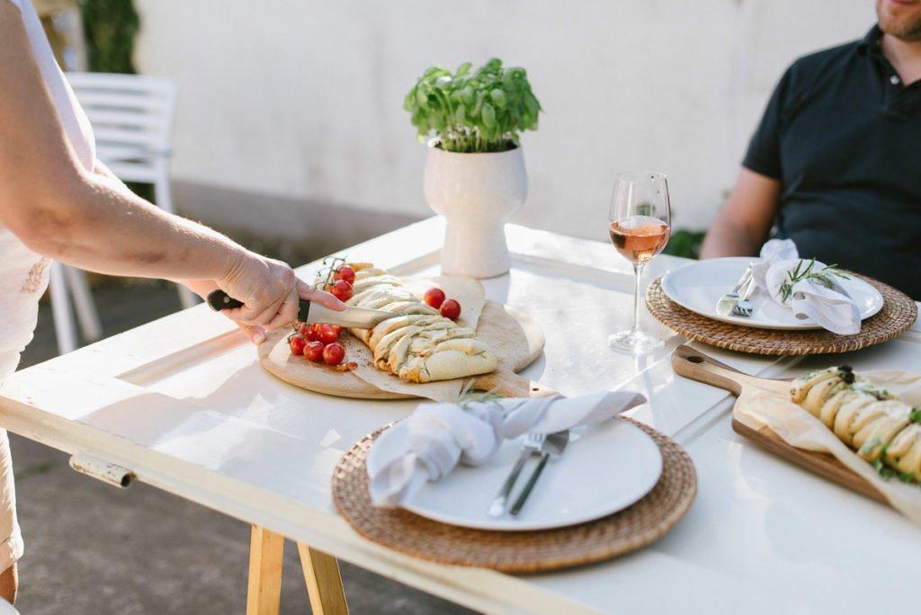 Stromboli Pizzabrot anschneiden