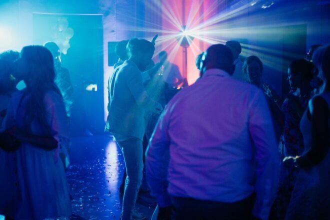 Was kostet eine Hochzeit? VIII. DJ und Band