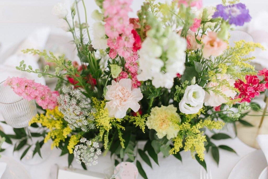Hochzeitsdekoration mit Blumen Floristik