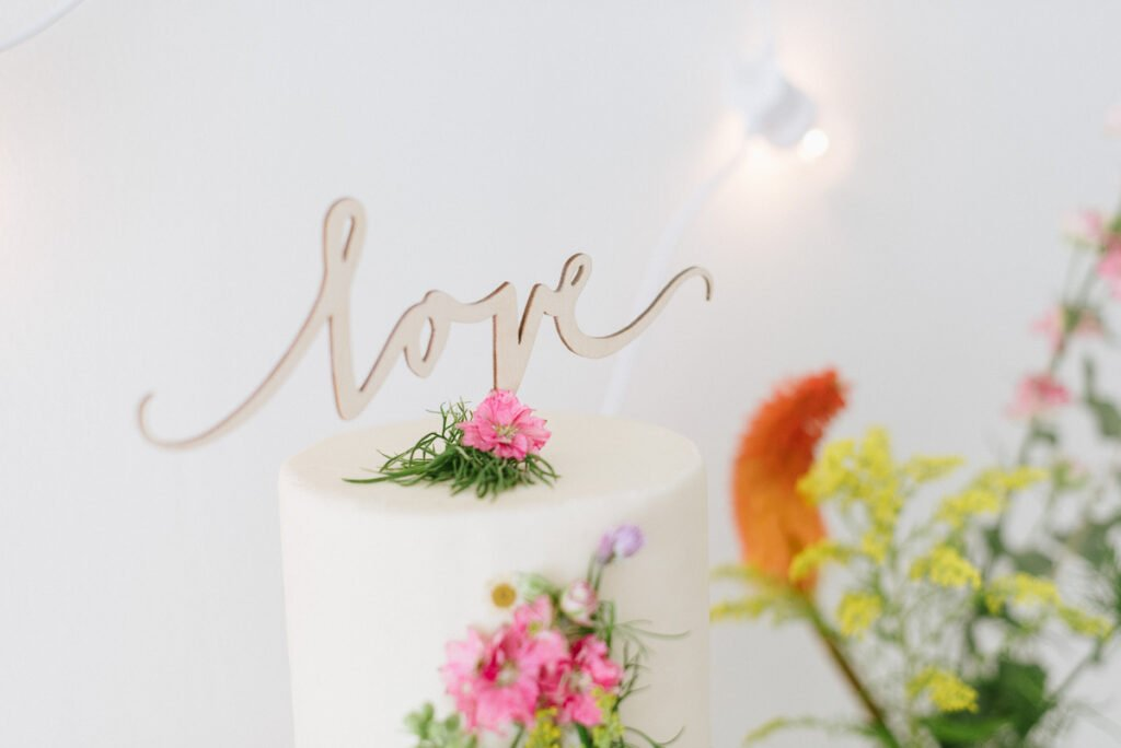 Hochzeitsdekoration mit Blumen Elegant Flowers Cake Topper