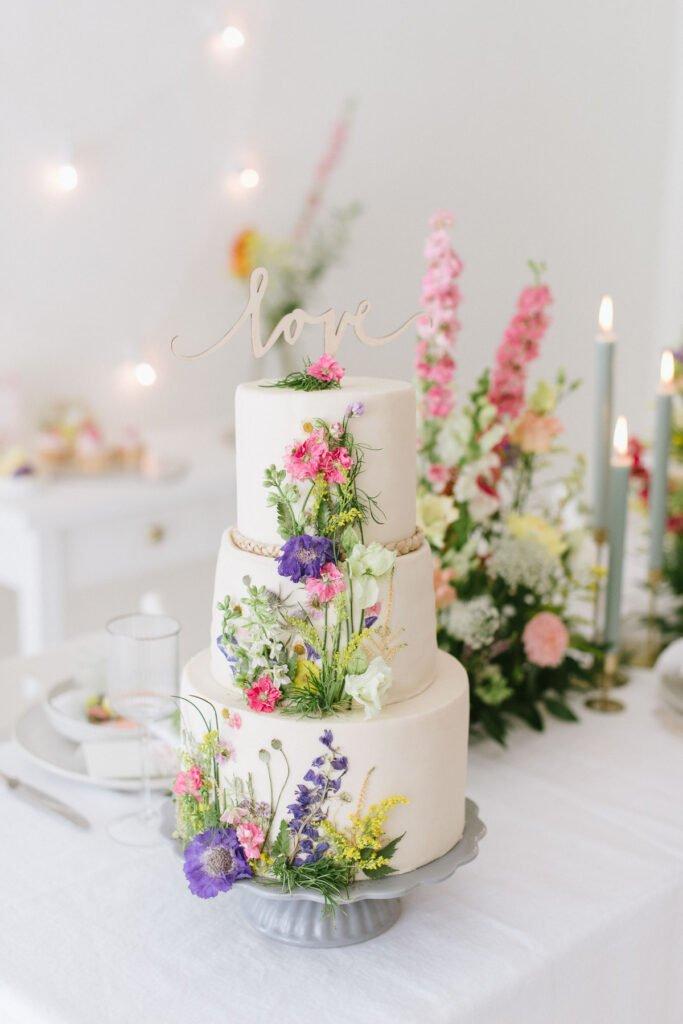 Hochzeitsdekoration mit Blumen Elegant Flowers Hochzeitstorte