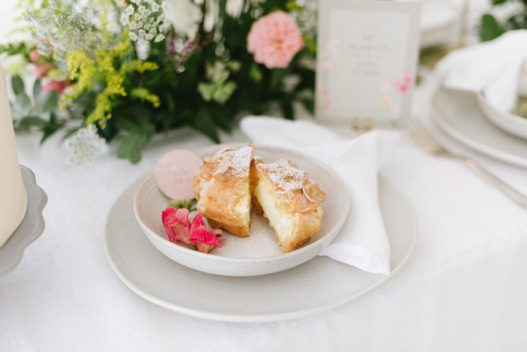 Hochzeitsdekoration mit Blumen Elegant Flowers Windbeutel