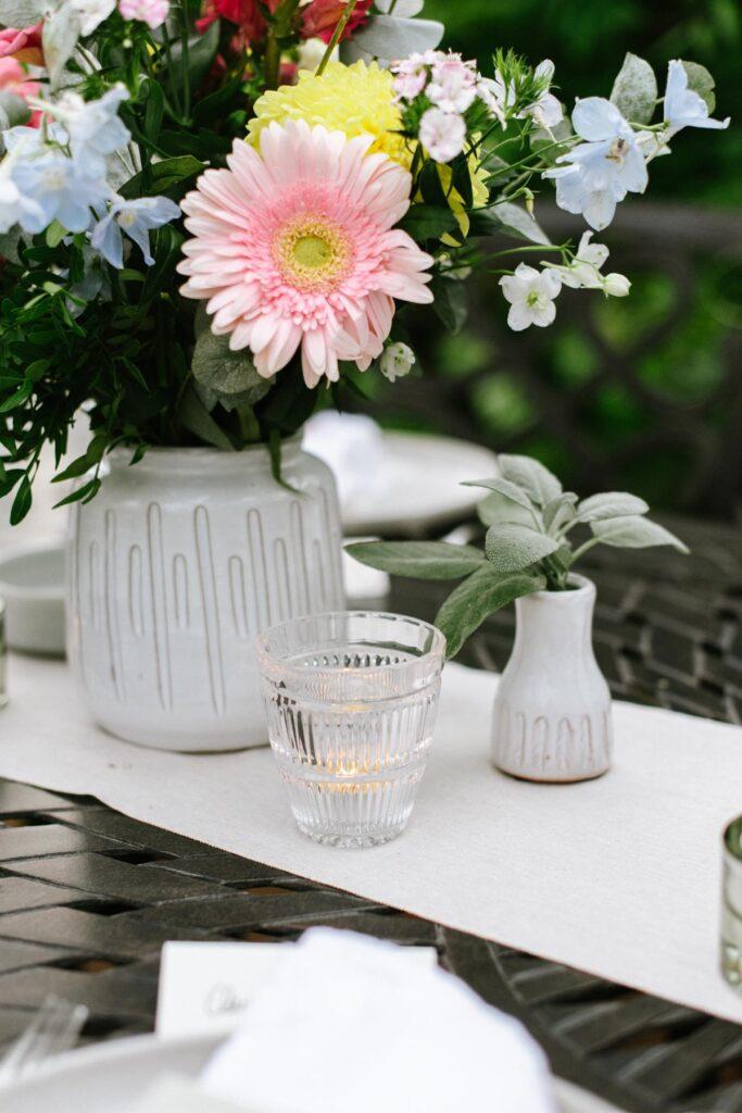 Blumenvase aus Terrakotte mit Teelicht