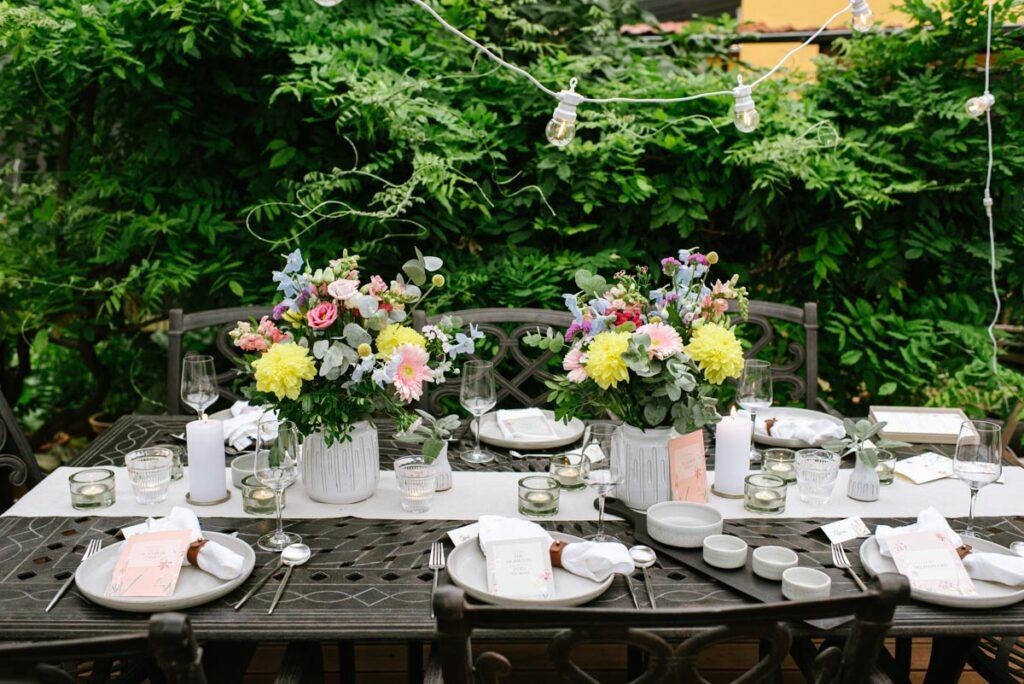 Tischdekoration bei der Gartenparty zum 40. Geburtstag