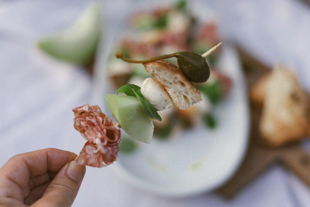 Melonenspieße mit würziger Fenchelsalami