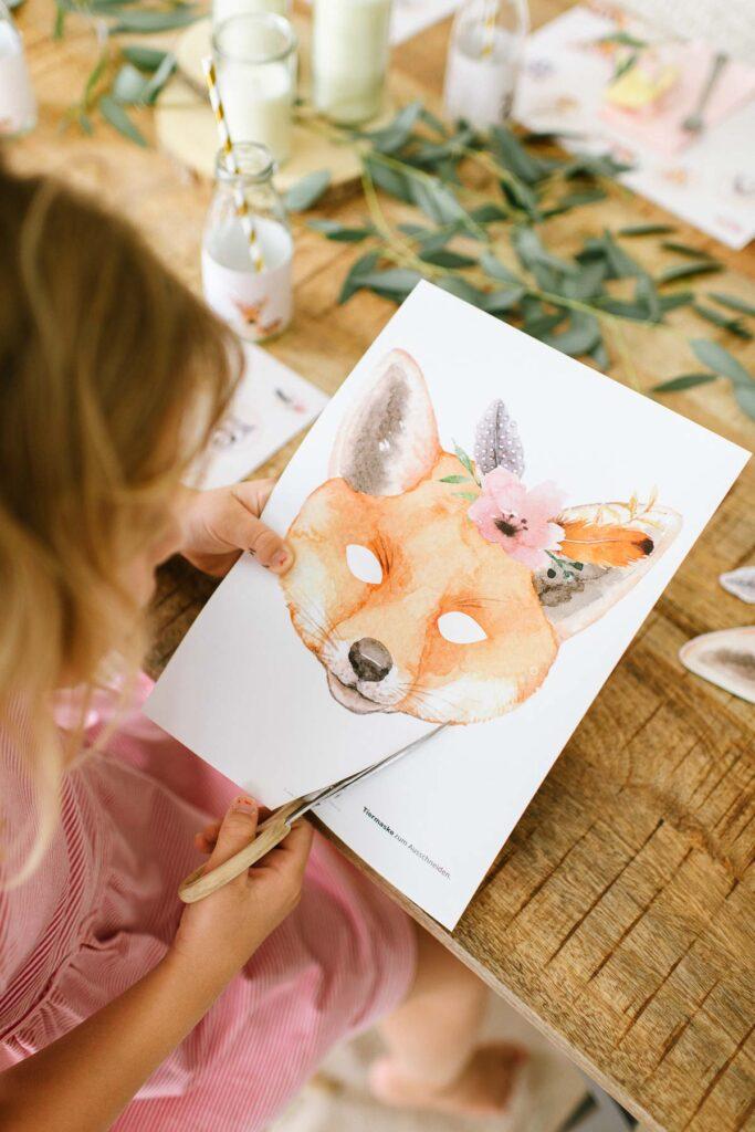 Boho Tierparty Kindergeburtstag feiern mit tierischen Einladungen, Dekorationen und Bastelideen für die Geburtstagsparty.
