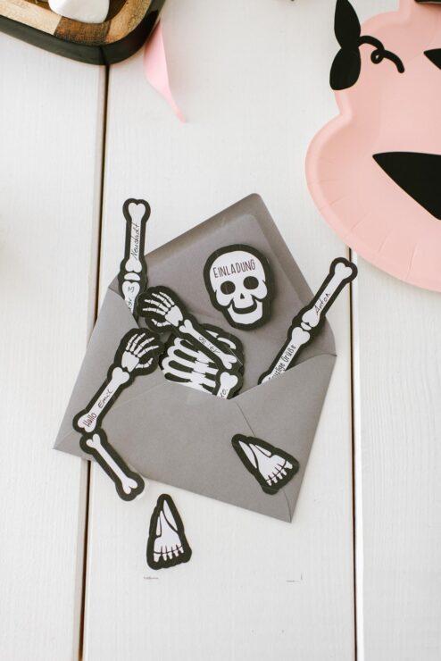 Halloween Einladung Skelett download