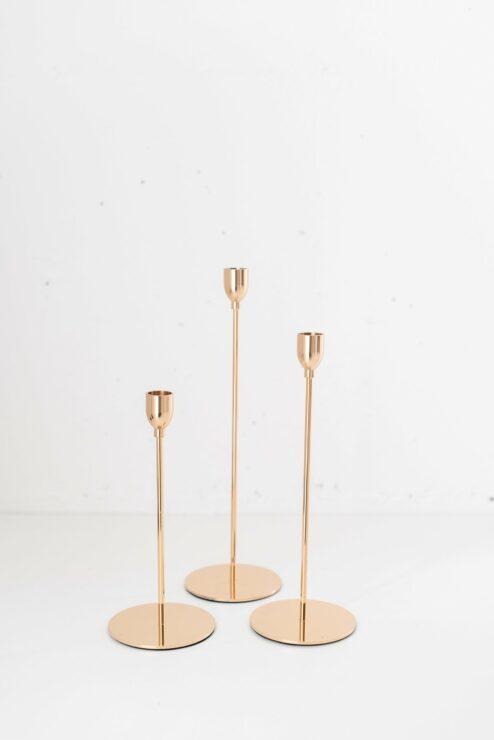 3 goldene, hohe Kerzenhalter