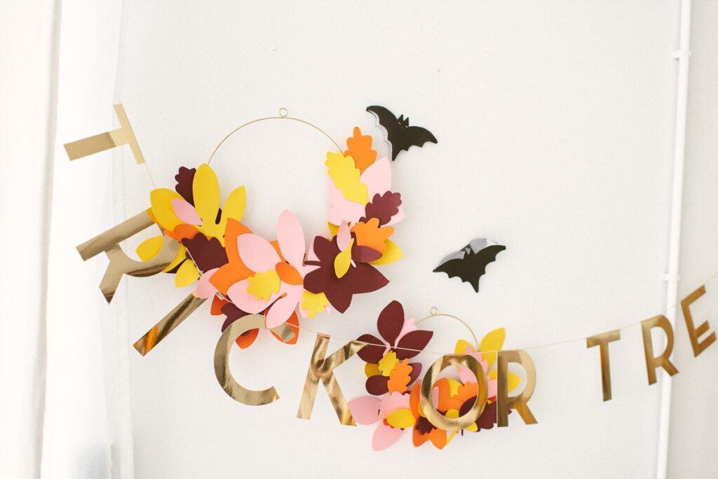 Halloween Kindergeburtstag feiern - mit gruseliger Einladung, süßen Leckereien und gespenstiger Bastelidee für die Halloween-Party
