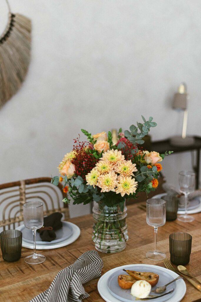 Blumenstrauß und Freunde dürfen nicht fehlen. Zutaten fürs Rezept hier.