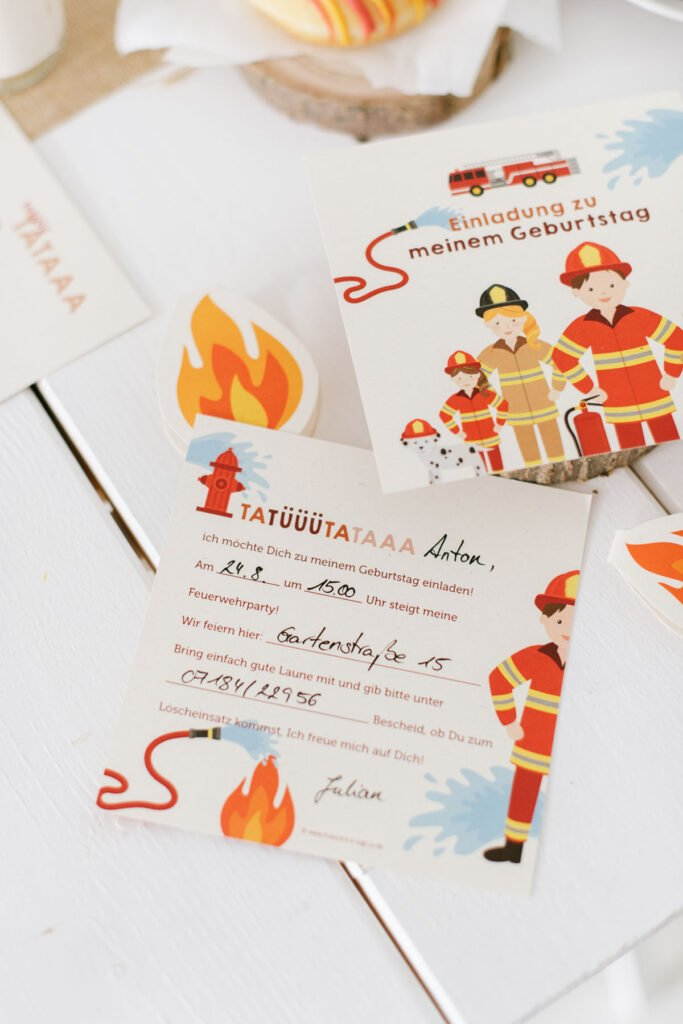 Kindergeburtstag feiern als Feuerwehrparty - Einladungskarten Feuerwehr für eure Geburtstagsparty