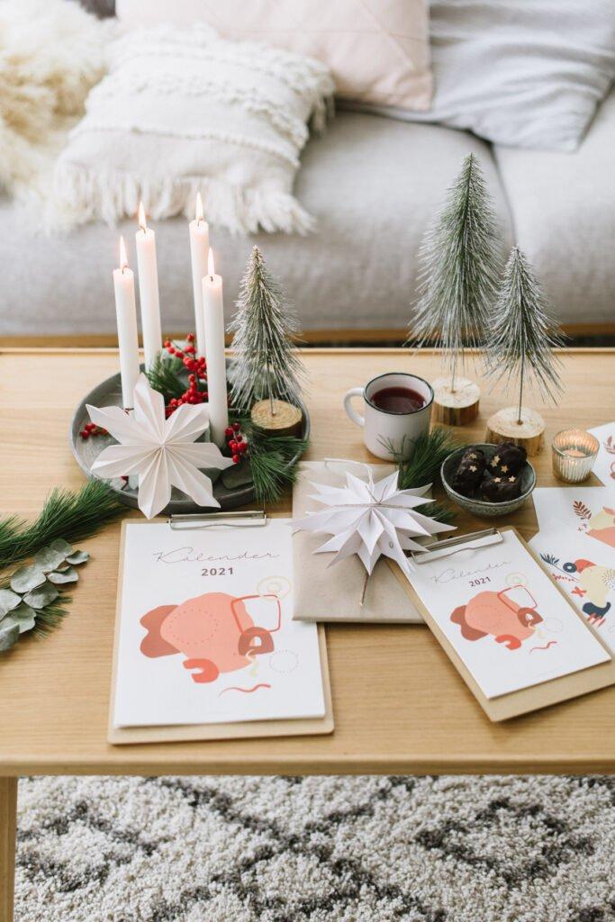 Gratis Kalender 2021 zum Ausdrucken und Verschenken - für die Küche, das Büro oder als kleine Geschenkidee hübsch verpackt.