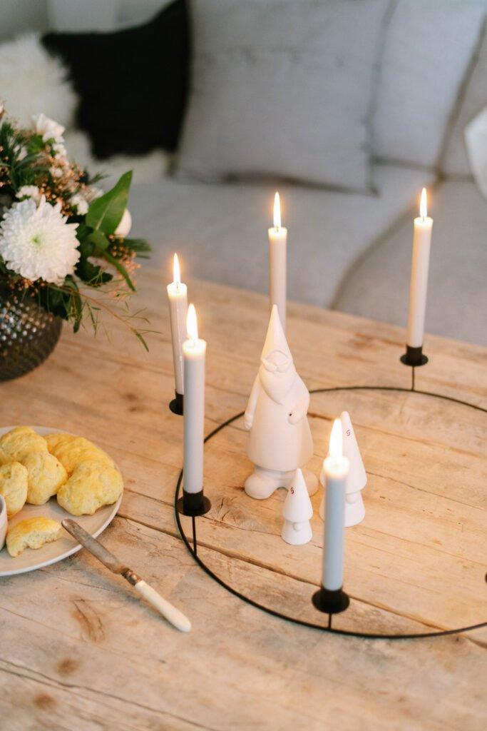 Adventskaffee mit weihnachtlichen Scones - gemütlicher Nachmittag zu Hause mit selbst gebackenen Scones. Hier geht's zum Rezept!